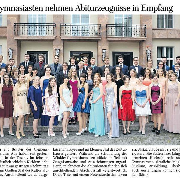 Auer Gymnasiasten nehmen Abiturzeugnisse in Empfang - 27.06.2015