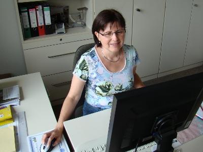 Frau Edeltraud Schneidenbach